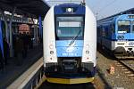 Nové elektrické vlaky InterPanter (vlevo), které pro mezinárodní a dálkovou dopravu objednaly České dráhy (ČD), budou vozit s novým jízdním řádem cestující na rychlíkových linkách z Olomouce do Brna a z Prahy do Brna.