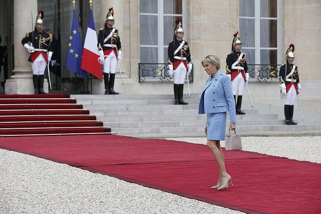 Macronova choť Brigitte Trougneuxová dorazila odděleně
