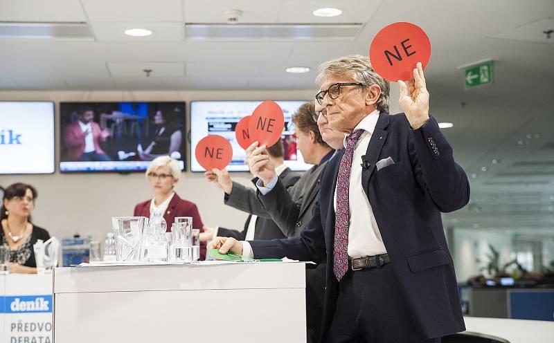 Předvolební debata Deníku: v popředí Petr Robejšek