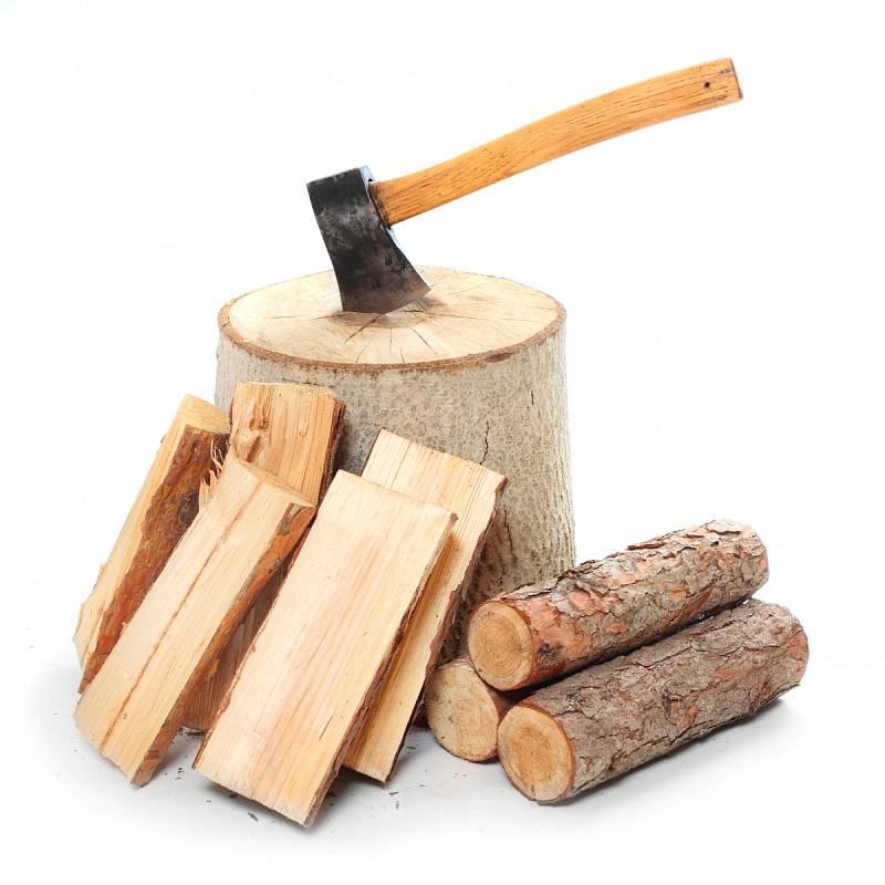 Dřevo musí být především proschlé, což u měkkých druhů znamená prosychání nejméně jeden až dva roky, u tvrdých pak leckdy až čtyři roky.