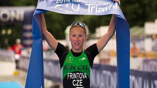 Triatlonistka Vendula Frintová ovládla závod Evropského poháru v Karlových Varech.
