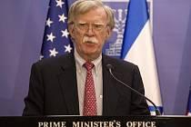 John Bolton, bezpečnostní poradce amerického prezidenta Donalda Trumpa, na tiskové konferenci v Jeruzalémě.