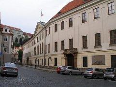 Thunovský palác ve Sněmovní ulici, sídlo Poslanecké Sněmovny
