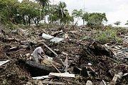 Tichomořské pobřeží ostrovů Samoa po ničivém cunami