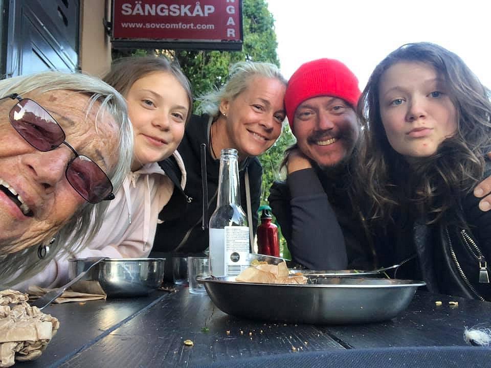 Rodina Grety Thunbergové pohromadě u příležitosti padesátin jejího otce