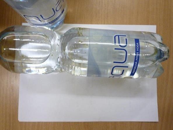 Ahold stahuje kontaminovanou balenou vodu.
