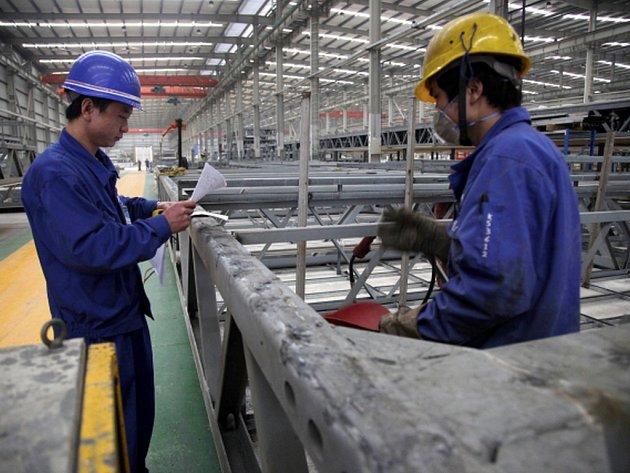 Devatenáct pracovních dní trvalo prý čínské developerské společnosti vztyčit mrakodrap o 57 patrech v centrální části Číny. Firma se nyní chlubí, že je nejrychlejším stavitelem na světě.