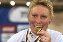 Jarmila Machačová se zlatou medailí z bodovacího závodu z MS v Misku.