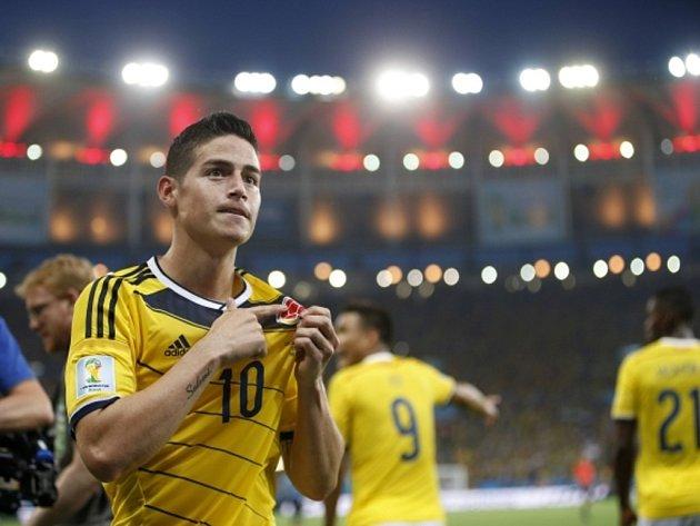 James Rodríguez z Kolumbie se raduje z výstavního gólu proti Uruguayi.