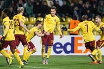 Lukáš Mareček ze Sparty (uprostřed) se raduje se spoluhráči z gólu proti Krasnodaru.