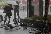 Hlavní japonský ostrov Honšú zasáhla mohutná bouře