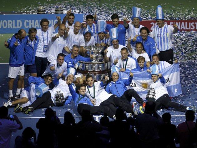 Tenisté Argentiny jsou novými vítězi Davis Cupu. V dramatickém finále porazili Chorvatsko.