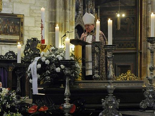 Poslední rozloučení s ekonomem a bývalým ministrem financí Eduardem Janotou, který náhle zemřel 20. května ve věku 59 let, se konalo 27. května v katedrále svatého Víta v Praze. Obřad vedl pražský arcibiskup Dominik Duka.
