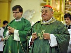 Ve Vlčnově na Uherskohradišťsku se konala 15. listopadu vzpomínková slavnost u příležitosti 100. výročí narození Patrika Kužely, jáhna dominikánského řádu a mučedníka nacistické totality. Mši svatou sloužil kardinál Dominik Duka (vpravo).