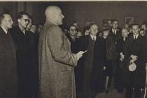 Hlavním řečníkem na Lažnovského pohřbu se stal Emanuel Moravec (na snímku v roce 1943 coby ministr školství a osvěty)