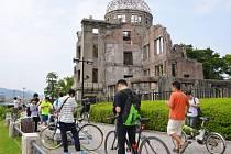 Hirošimský památník obětem amerického jaderného náletu se až teprve těsně před sobotním vzpomínkovým aktem k 71. výročí tragické události stal skutečně zónou bez postaviček pokémonů.