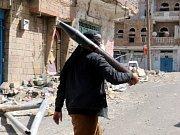 Mezinárodní organizace na ochranu lidských práv Amnesty International vyzvala k embargu na dodávky zbraní pro válčící strany v jemenském konfliktu, včetně arabské koalice v čele se Saúdskou Arábií, která bojuje na straně vládní koalice.