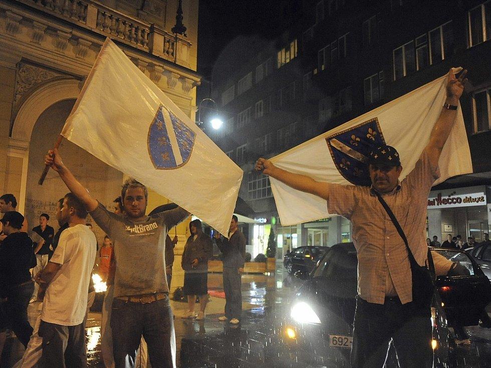 Muslimové slavili v Sarjevu celou noc.