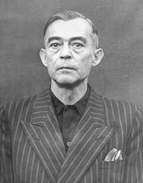 Nacistický lékař Kurt Blome byl za válečné zločiny souzen v Norimberku (vazební fotografie pochází z doby procesu). Také on se ale dostal do USA