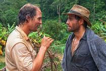 Matthew McConaughey a Edgar Ramíréz jako Kenny a Michael