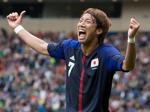 Japonec Yuki Otsu právě vstřelil rozhodující gól do španělské sítě.
