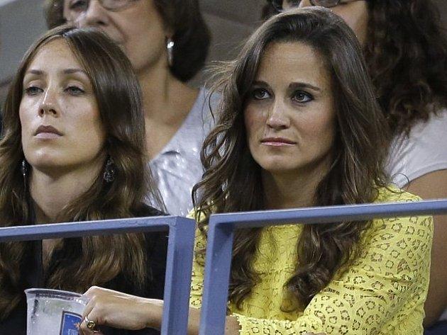 Duel mezi Federerem a Berdychem si nenechala ujít ani Pippa Middleton.