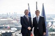 Premiér Andrej Babiš přivítal 11. dubna v Kramářově vile v Praze slovenského premiéra Petera Pellegriniho.