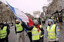 Protesty v Paříži pokračují.