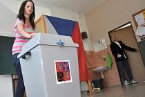 Studenti Střední školy Kostka ve Vsetíně si ve čtvrtek 6. září 2012 vyzkoušeli Studentské volby 2012.