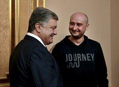 Ruský novinář Arkadij Babčenko s ukrajinským prezidentem Petrem Porošenkem.