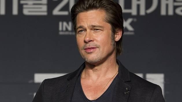 Hackeři spojovaní se severokorejským komunistickým režimem vyzradili telefonní čísla hollywoodských hvězd Brada Pitta, Julie Robertsové a Toma Hankse.