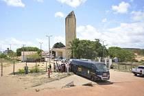 Brazilským bezpečnostním oddílům se dnes podařilo potlačit násilné střety mezi soupeřícími gangy ve věznicích na severu země.