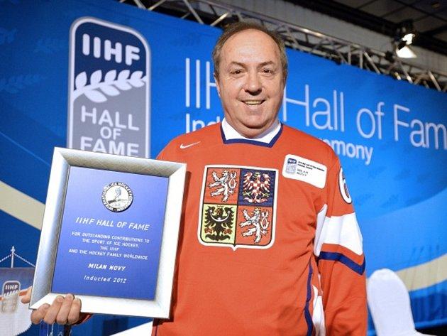 Legendární hokejový kanonýr Milan Nový při uvedení do Síně slávy Mezinárodní hokejové federace (IIHF).
