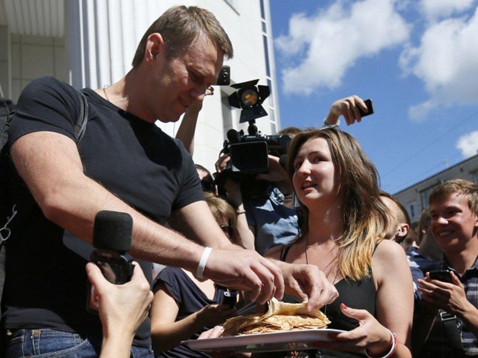 Ruský opoziční předák Alexej Navalnyj po propuštění z vězení.