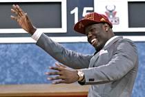Jedničku draftu NBA Anthonyho Bennetta získal Cleveland.