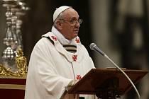 Papež František dnes na Zelený čtvrtek odsloužil svou první křižmovou mši.