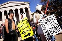 Na akci proti vyhrocené politice v USA se sešly desetitisíce lidí