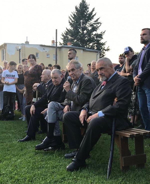 Zapalování vatry na Masarykovu počest