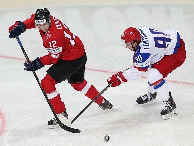 Rusko - Švýcarsko: Luca Cunti (vlevo) a Andrei Loktionov