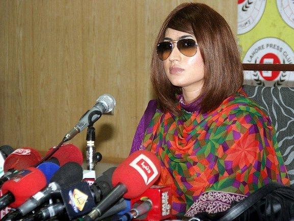 Mladou pákistánskou hvězdu sociálních médií Kandíl Balúčovou uškrtil její bratr.