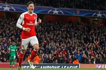 Hvězda londýnského Arsenalu Mesut Özil.