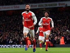 Útočník Olivier Giroud se raduje z úvodního gólu Arsenalu.