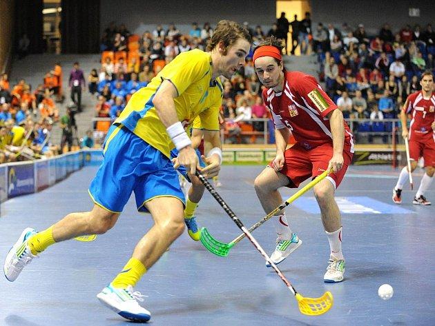 Čeští florbalisté (v červeném) na turnaji Euro Floorball Tour proti Švédsku.