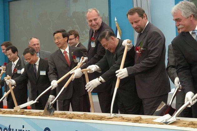Slavnostní ceremonie - zahájení stavby automobilky v Nošovicích.