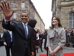 Barack Obama spolu s manželkou francouzského prezidenta Carlou Bruniovou-Sarkozyovou ve Štrasburku.