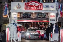 Závodník Thierry Neuville na startu Rallye Monte Carlo.