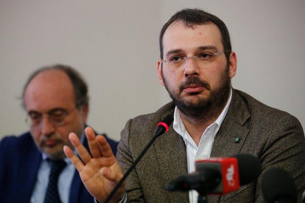 Paolo Borrometi na tiskové konferenci k pokusu o atentát na jeho osobu