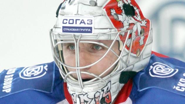 Gólman HC Lev Tomáš Pöpperle.