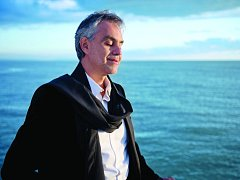 Jeden z nejpopulárnějších světových tenoristů Andrea Bocelli letos na Svatého Valentýna poprvé uvede záznam svého koncertu na stříbrném plátně.