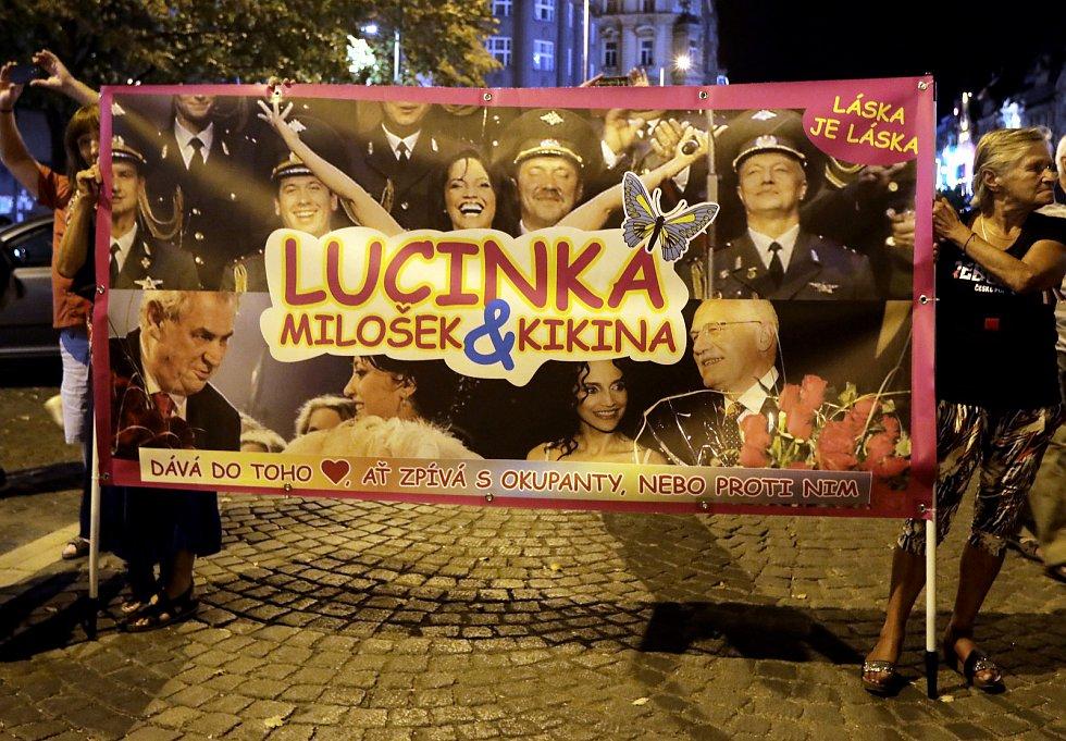 Koncert na Václavském náměstí k 50. výročí invaze vojsk Varšavské smlouvy do Československa.